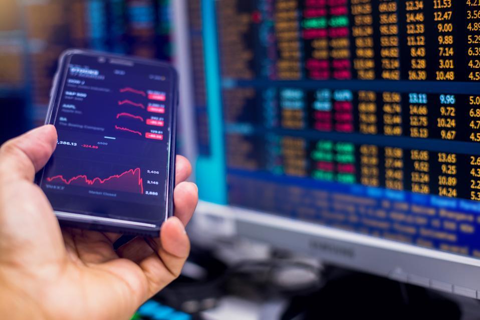computer monitor showing stock price slump.
