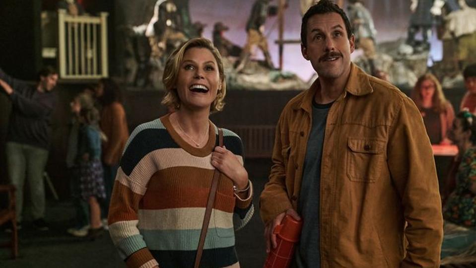 Julie Bowen and Adam Sandler in 'Hubie Halloween'