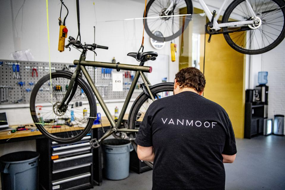 Dutch e-bike company, VanMoof, has become popular during the pandemic