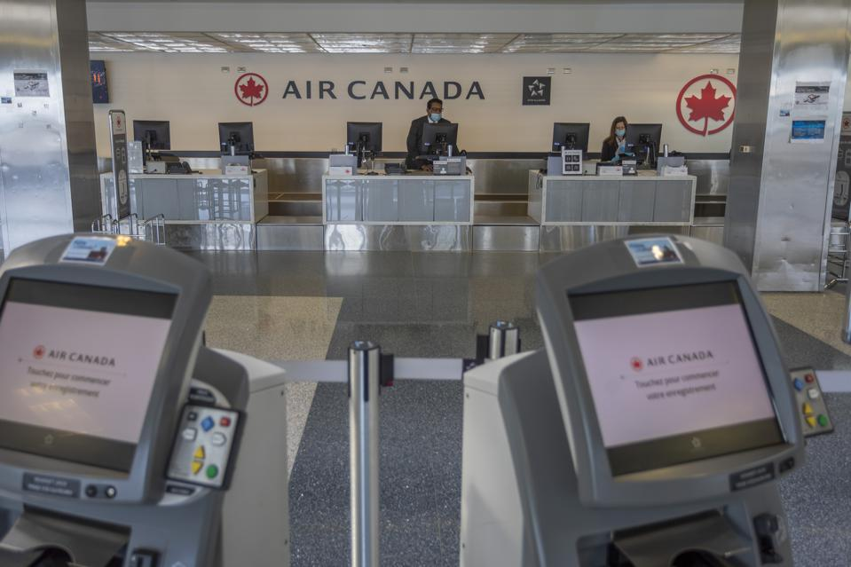 Air Canada attempts to increase passenger numbers with free COVID-19 medical insurance for international travelers