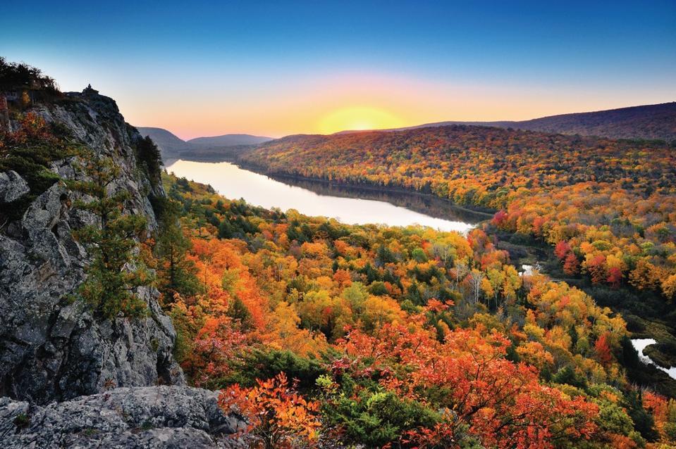 Lake of the Clouds Michigan foliage beat