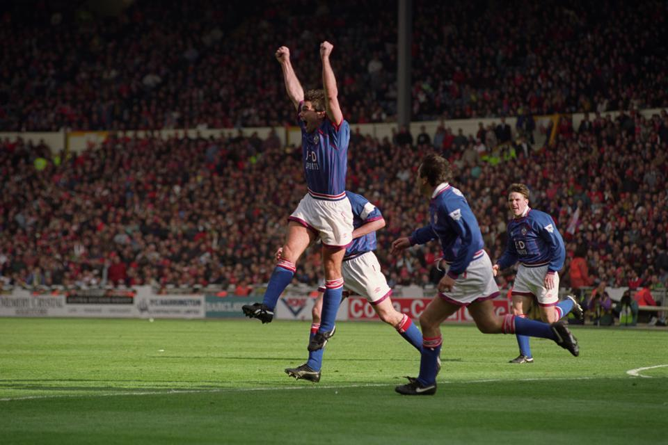 Soccer - FA Cup - Semi-Final - Manchester United v Oldham Athletic - Wembley Stadium