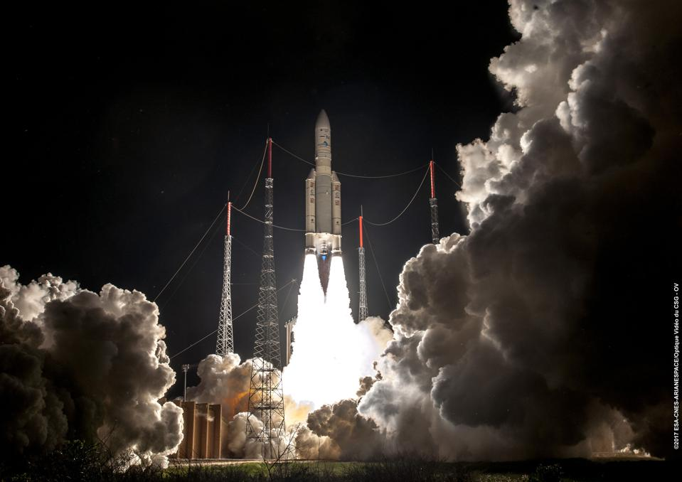 Launch of the Ariane 5 rocket in 2017, with a preliminary launch of James Webb from NASA.