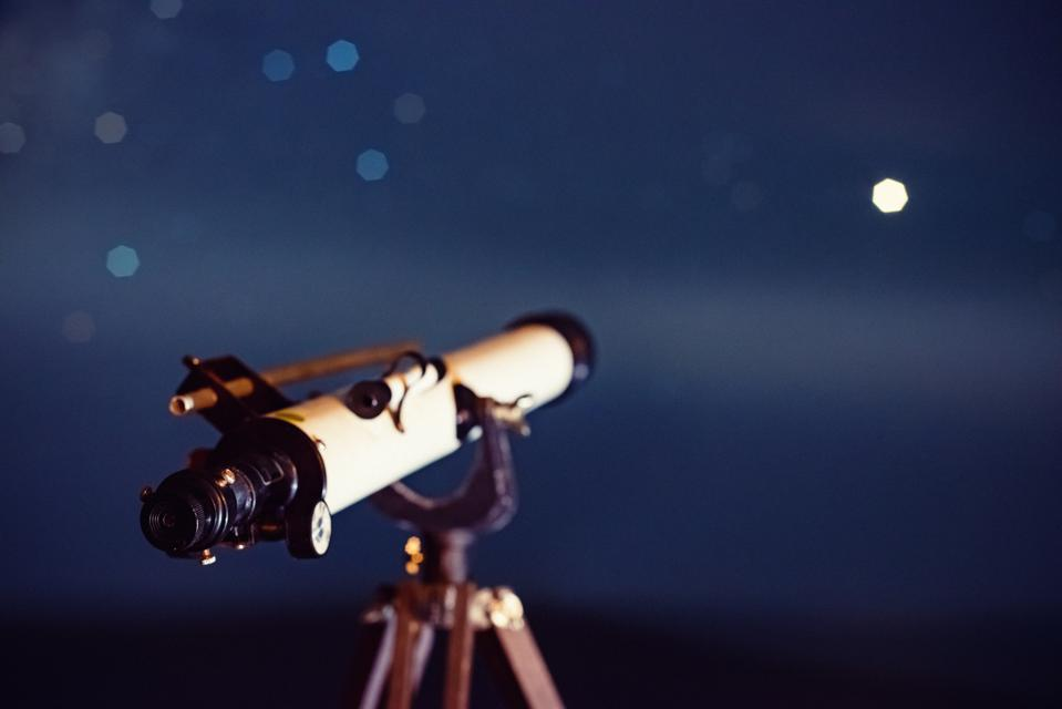 Here's a rare chance to Mars at its best through a big ″virtual| telescope.