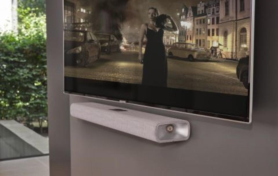 Wall-mounted TV with Harman Kardon Citation MultiBeam 700 underneath