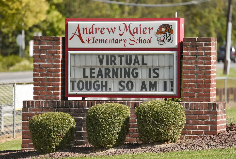 Sign In Front Of School About Virtual Learning