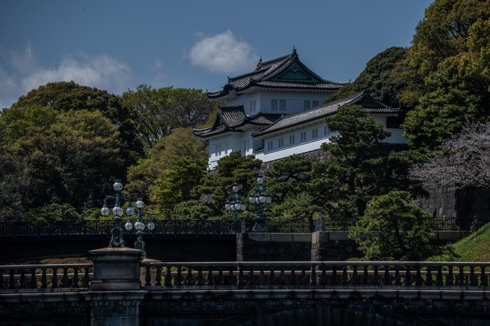 Daily Life Around Tokyo's Imperial Palace