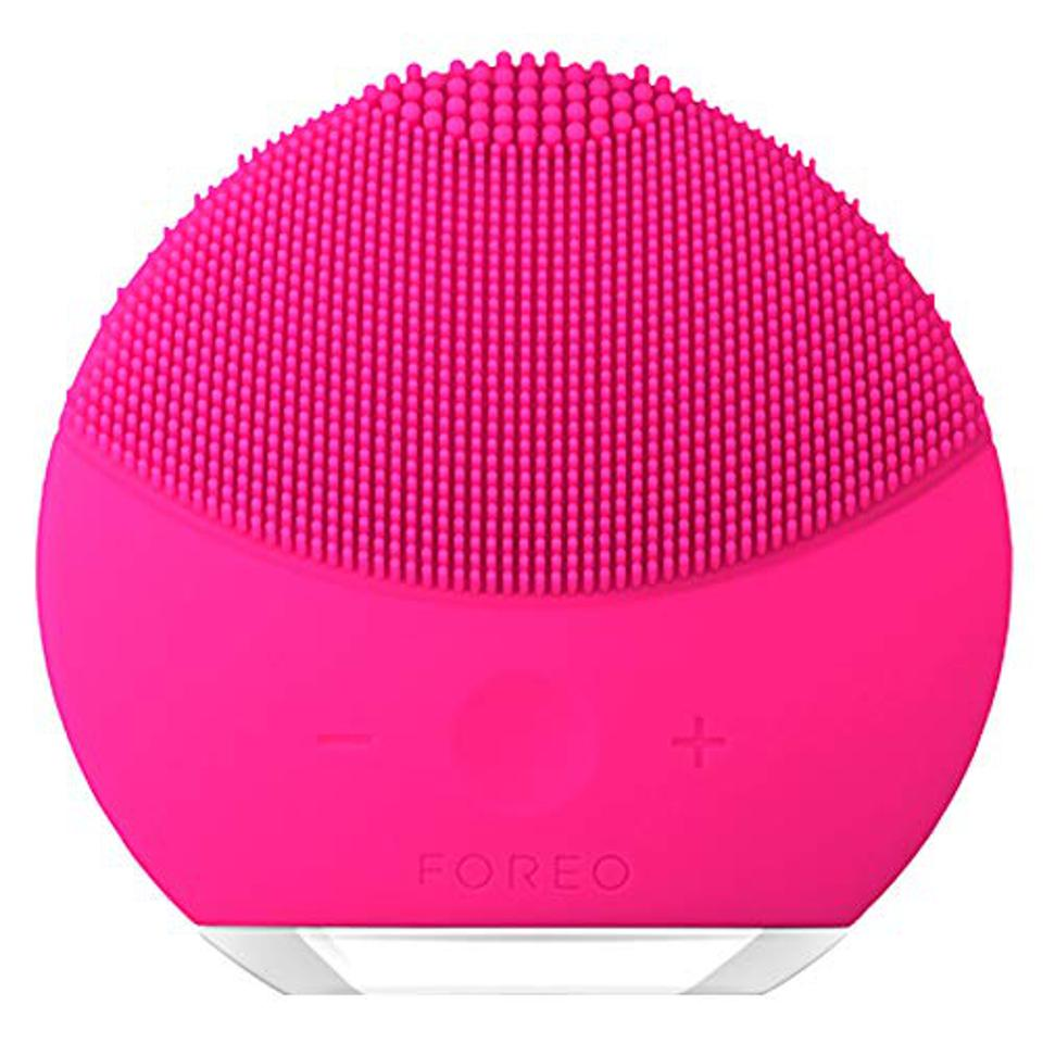 FOREO LUNA mini 2 Facial Cleansing Brush for Spa Skincare at Home, Fuchsia