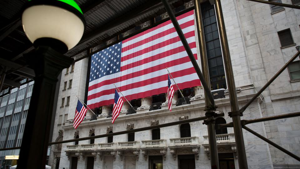 US FLAG WAVES IN FRONT OF NYSE