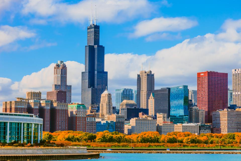 Skyscraper of Chicago skyline with autumn foliage, Ill