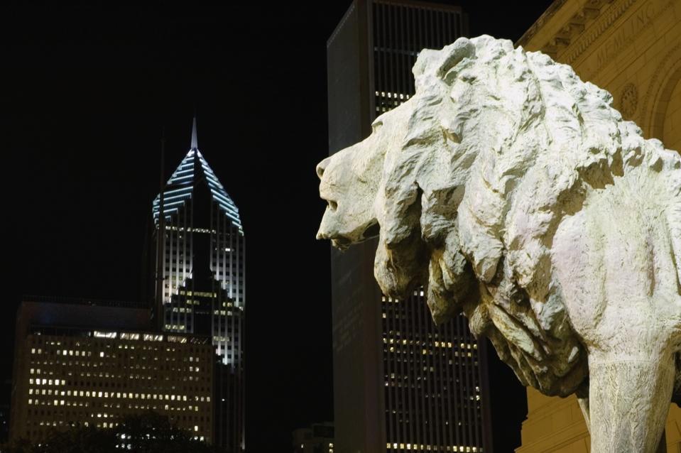 Statue of a bronze lion, Art Institute of Chicago, Chicago, Illinois, USA