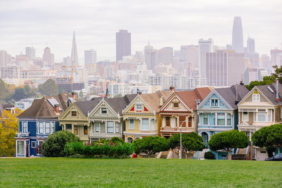 Painted Ladies Victorian houses and San Francisco skyline, California, USA