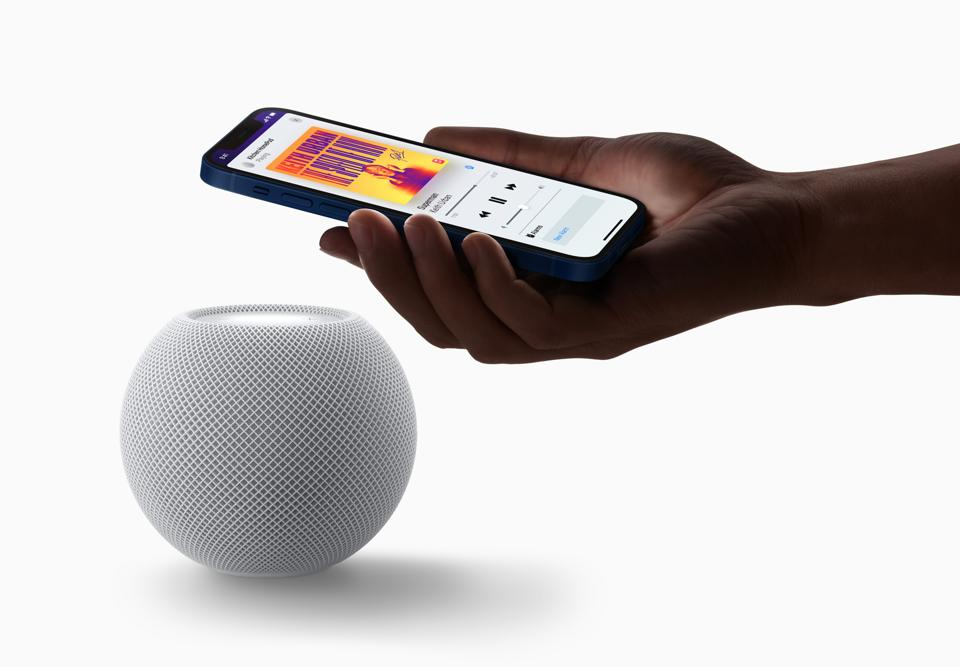 HomePod mini knows when your iPhone is near.