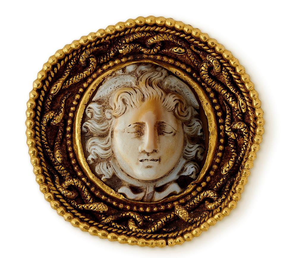 """A """"Medusa brooch"""" (Paris 1870) made of carved agate and yellow gold offered by Wartski"""