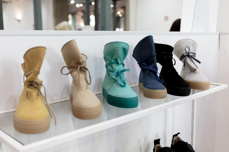 Marieta Morena boots with cork shoelaces.