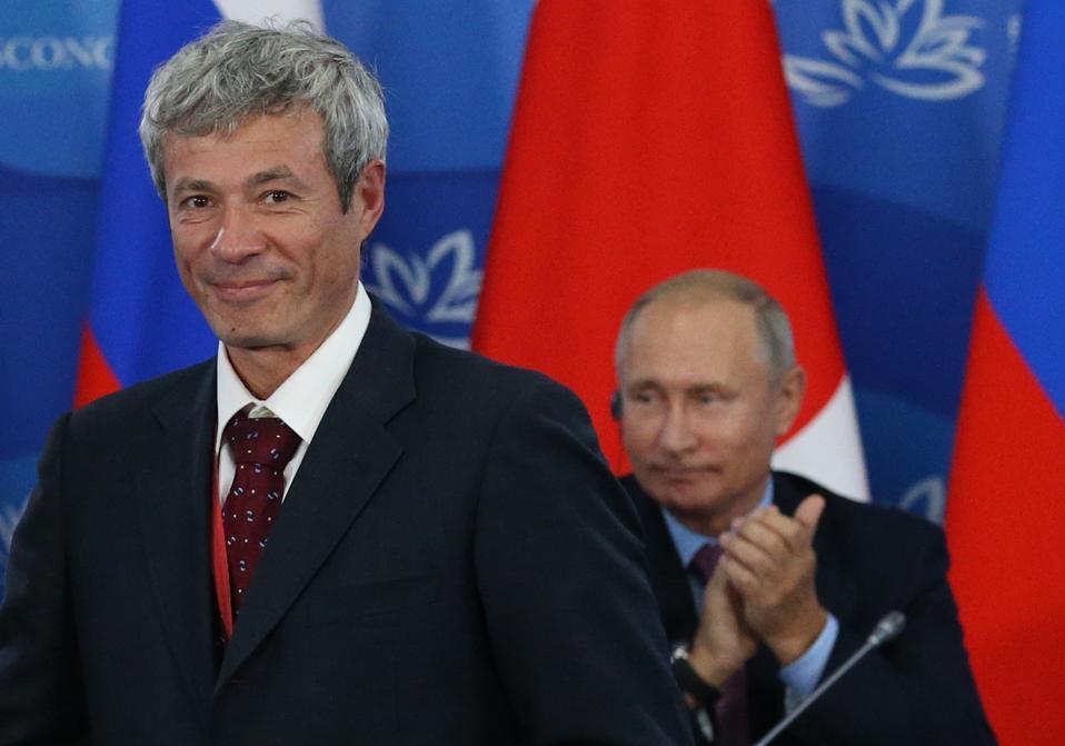 Russian President Vladimir Putin and Japanese Prime Minister Shinzo Abe at the Eastern Economic Forum in Vladivostok