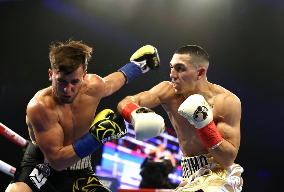Vasiliy Lomachenko vs Teofimo Lopez fighting predictions odds