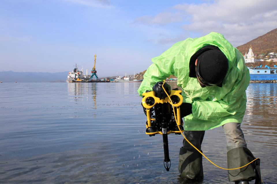Greenpeace Russia is conducting an underwater examination in Kamchatka to reveal the scale of the environmental disaster in the Pacific ocean. On the 13th of October Greenpeace, WWF and KamchatNIRO campaigners, together with the Russian Investigative Committee, began to examine the bottom of Avacha Bay using an underwater drone