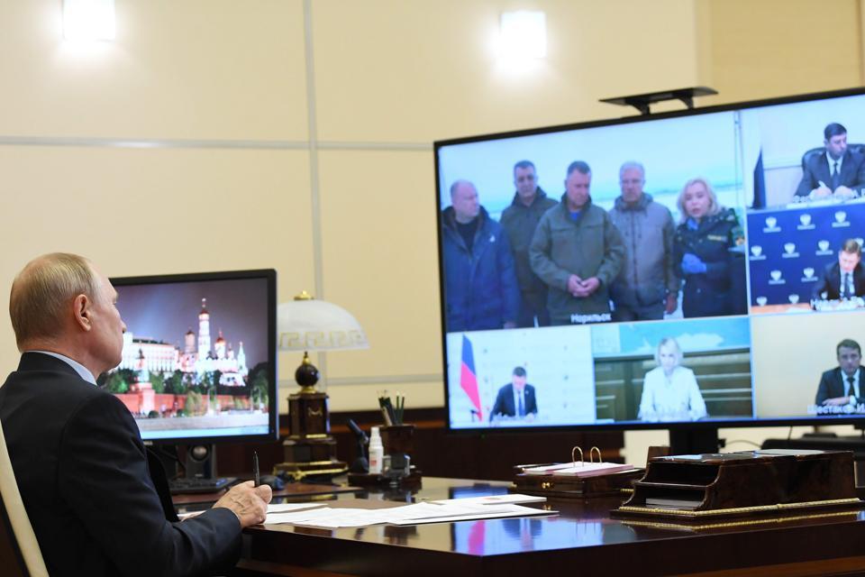 President Putin holds meeting on diesel fuel spill clean-up in Krasnoyarsk Territory