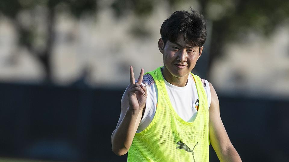 Kang-in Lee smiles and makes a friendly gesture during a club training session with Valencia.
