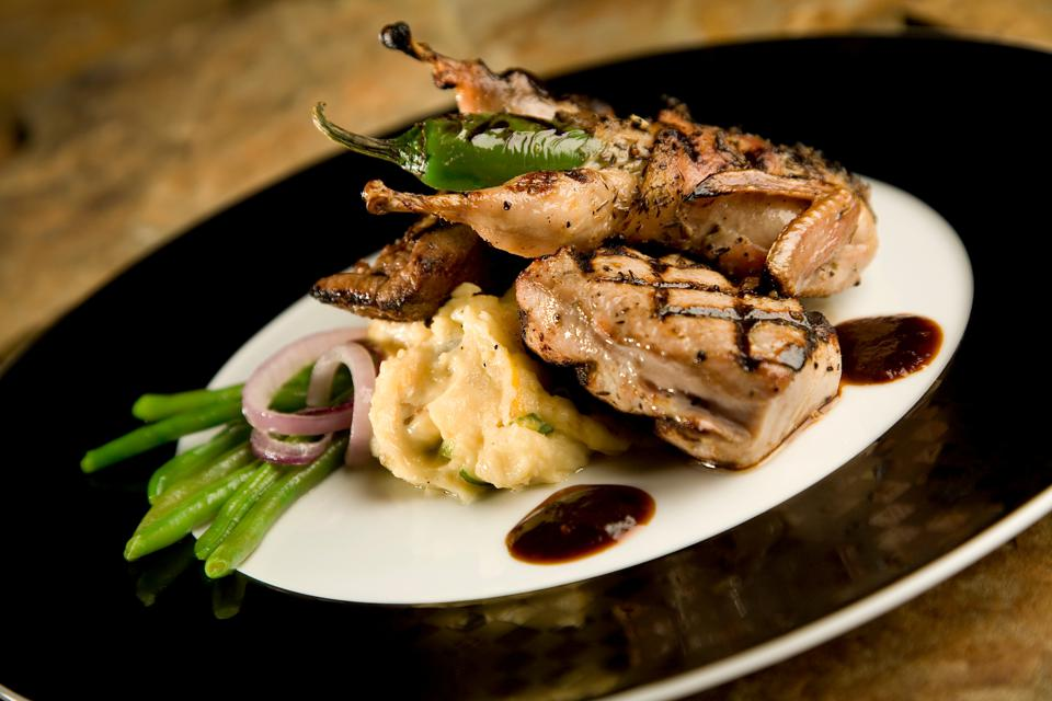 Grilled quail with mashed potatoes and green beans