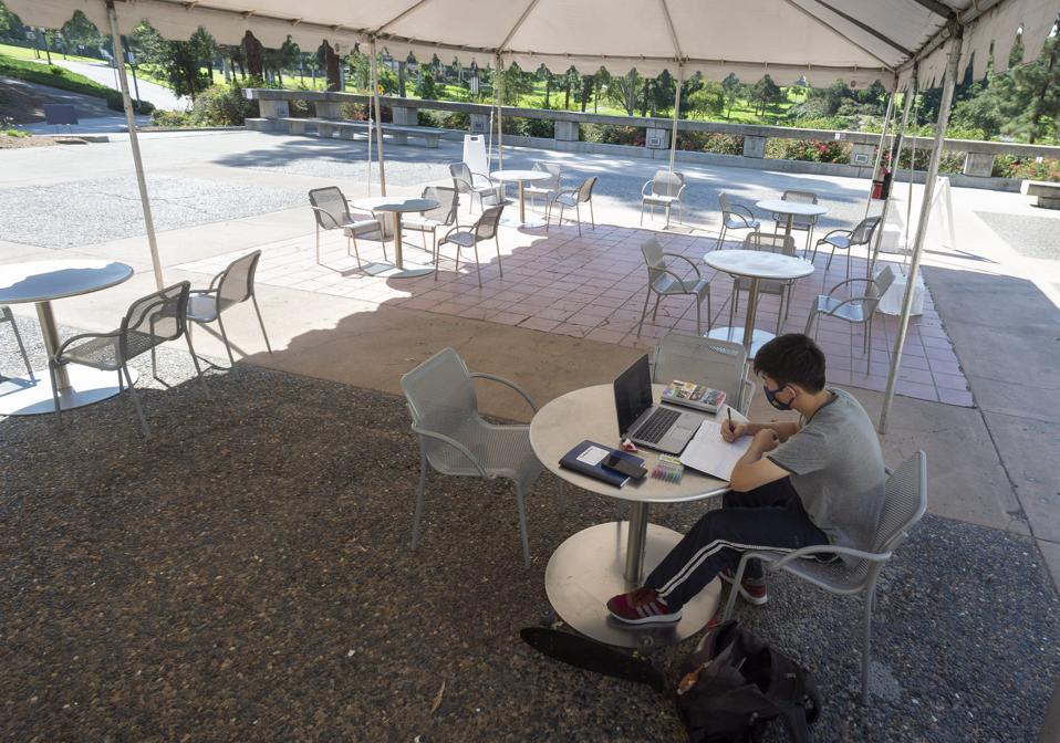 University of California, Irvine students return to classes