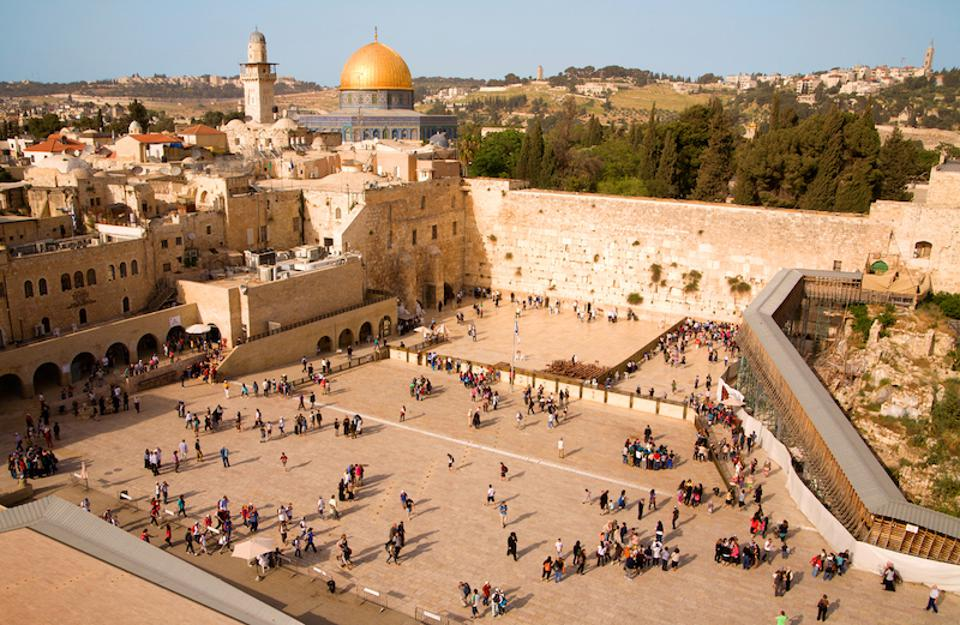 Israel Ministry of Tourism will place electronically sent notes in the Western Wall.