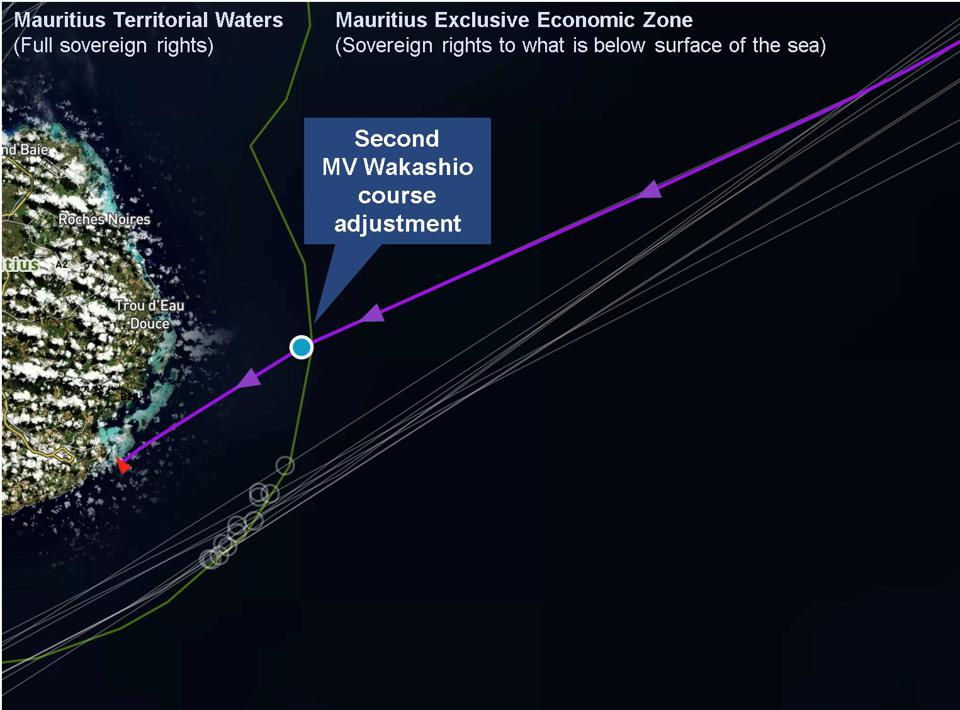 Wakashio makes a minor turn at 20 nautical miles off the coast of Mauritius as it enters Mauritius' territorial waters.