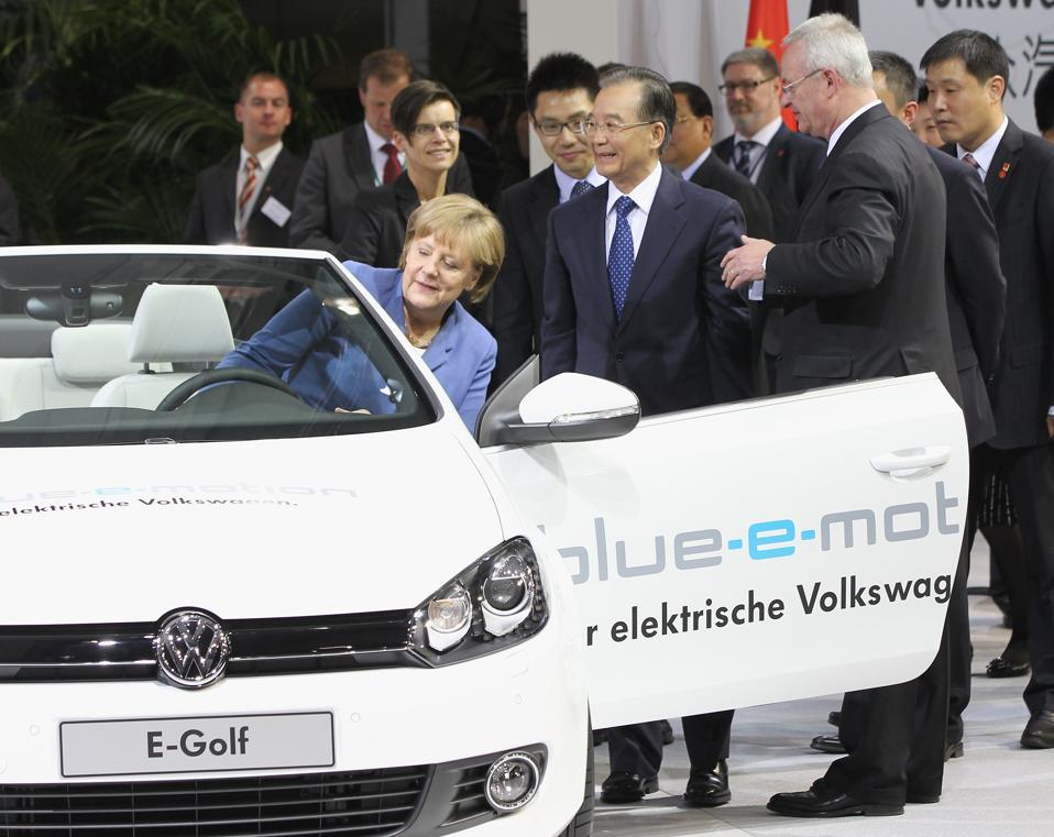 Wen Jiabao Visits Volkswagen Factory