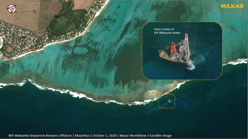 3 Oct 2020: the rear of the Wakashio remains on the coral reefs of Mauritius and the sediment damage from the botched salvage operation (see in bright colors) can clearly be seen from space.