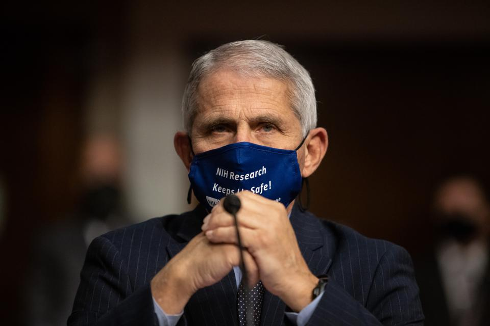 Dr. Anthony Fauci wearing mask.