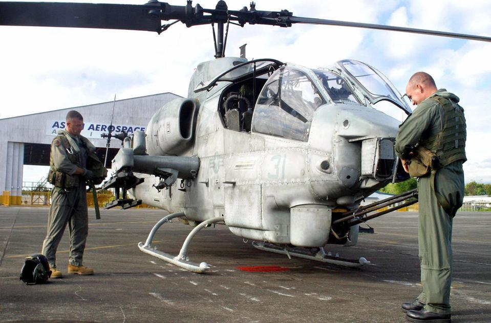 US Marine helicoptor pilots prepare thei