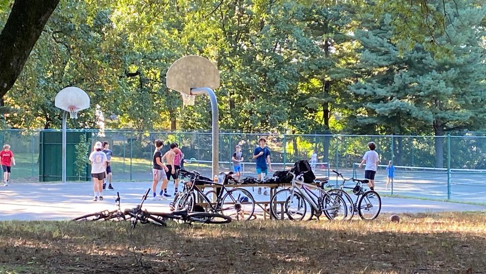 Kids-on-bball-court-park
