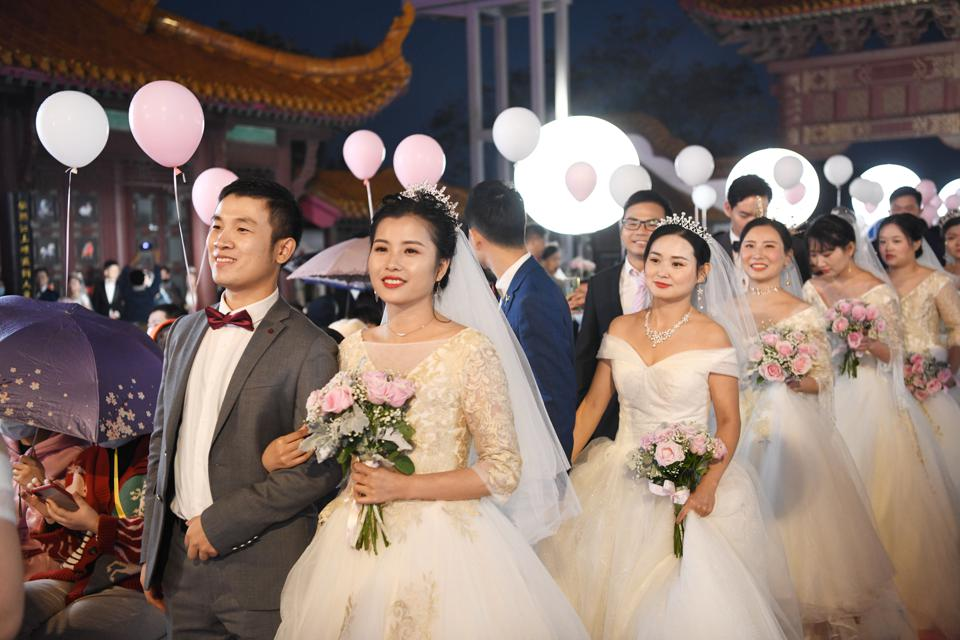 Group Wedding For COVID-19 Fighters Held In Wuhan