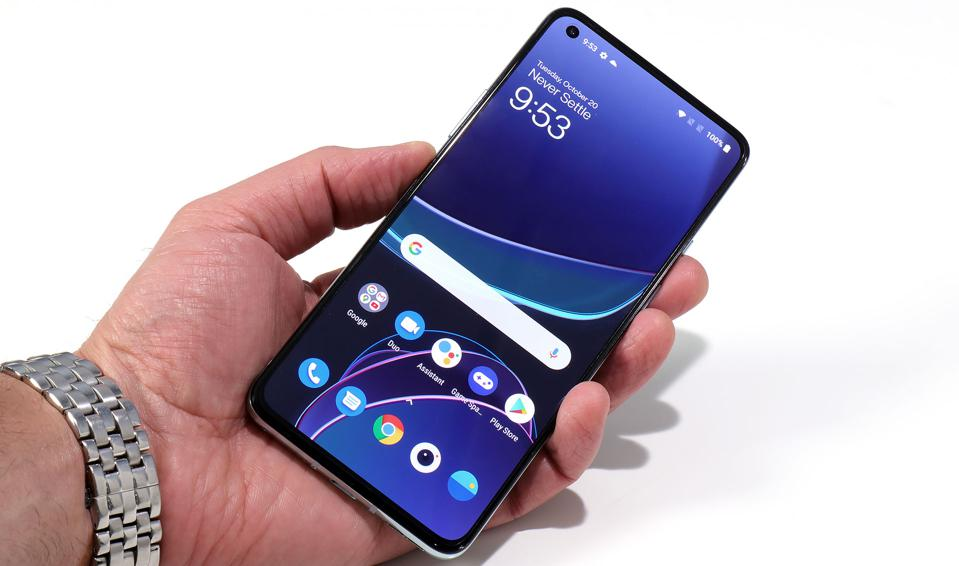 OnePlus 8T 6.55-Inch OLED HDR-10+ Flat Display