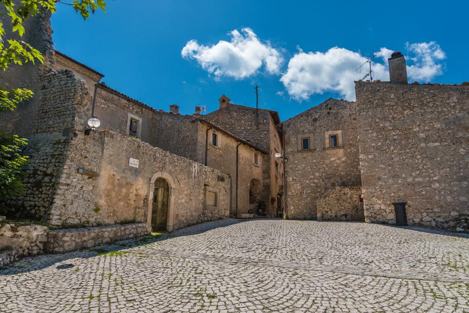 Santo Stefano di Sessanio (Abruzzo, Italy) wants to pay you to move there