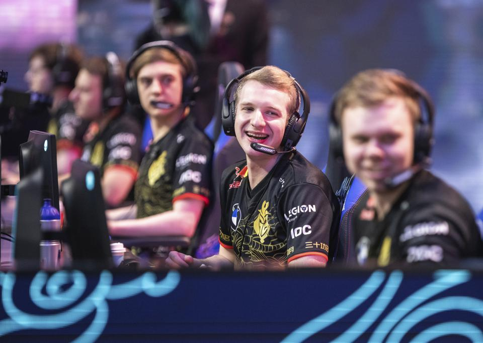 "Marcin ""Jankos"" Jankowski reacts to his team mates."