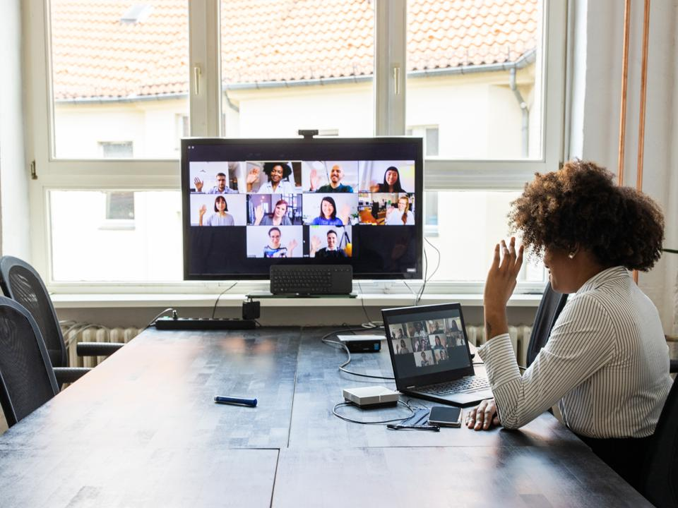 Businesswoman meeting virtually with other business professionals.