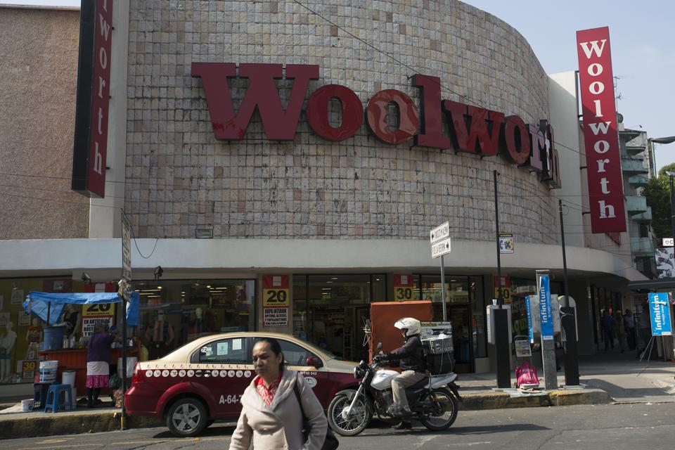 Mexico, Where Shoppers Still Flock to Blockbuster and Woolworth