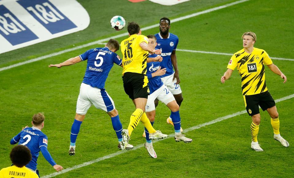 Borussia Dortmund Smash Schalke 04 In Must Win Revierderby