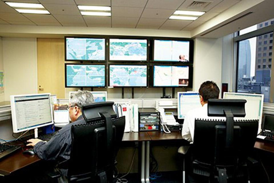 MOL's Safety Operations Support Center tracks all MOL-operated vessels from MOL's Headquarters in Tokyo