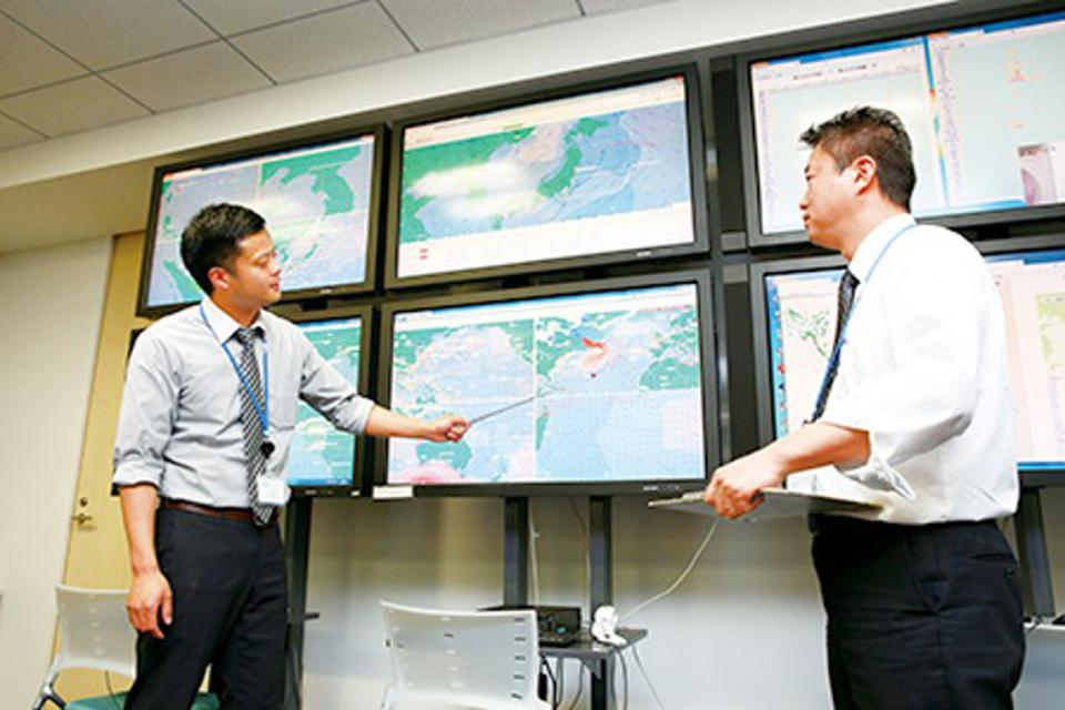 Mitsui OSK Lines MOL's SOSC has the ability to integrate data from various sources to have near-real time tracking of vessels
