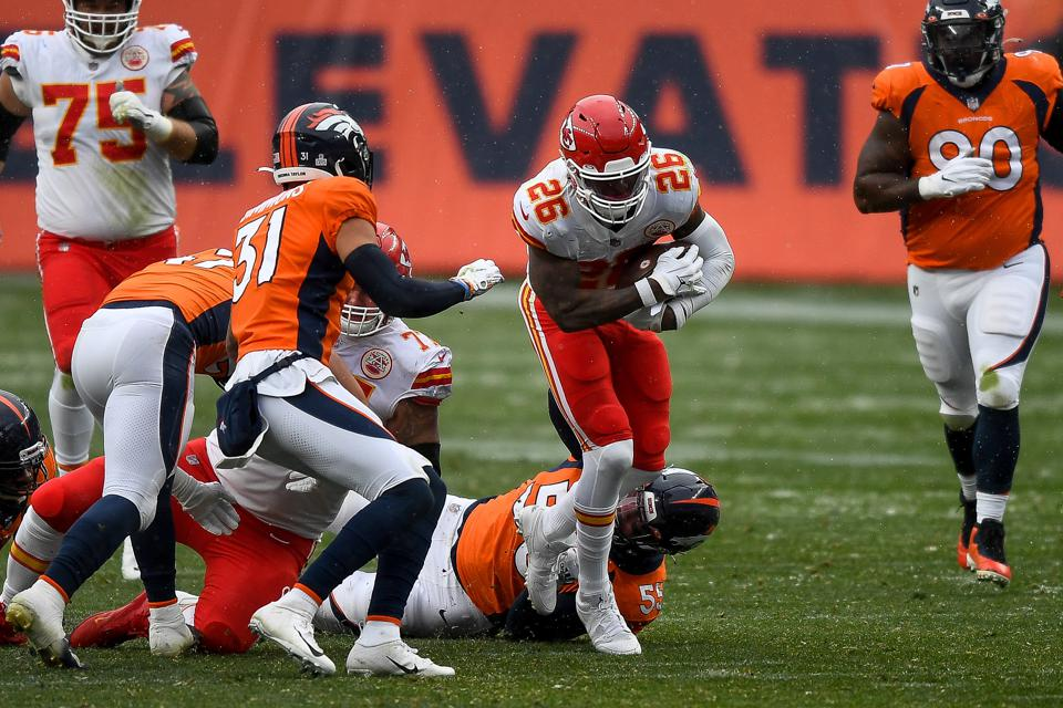 New Chiefs running back Le'Veon Bell receives his first action.