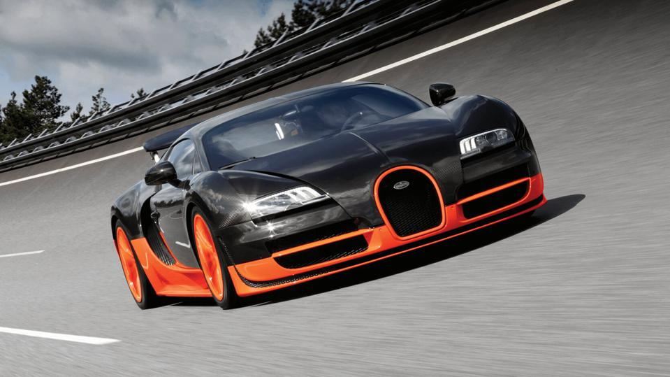 Bugatti Veyron Super Sport Driving
