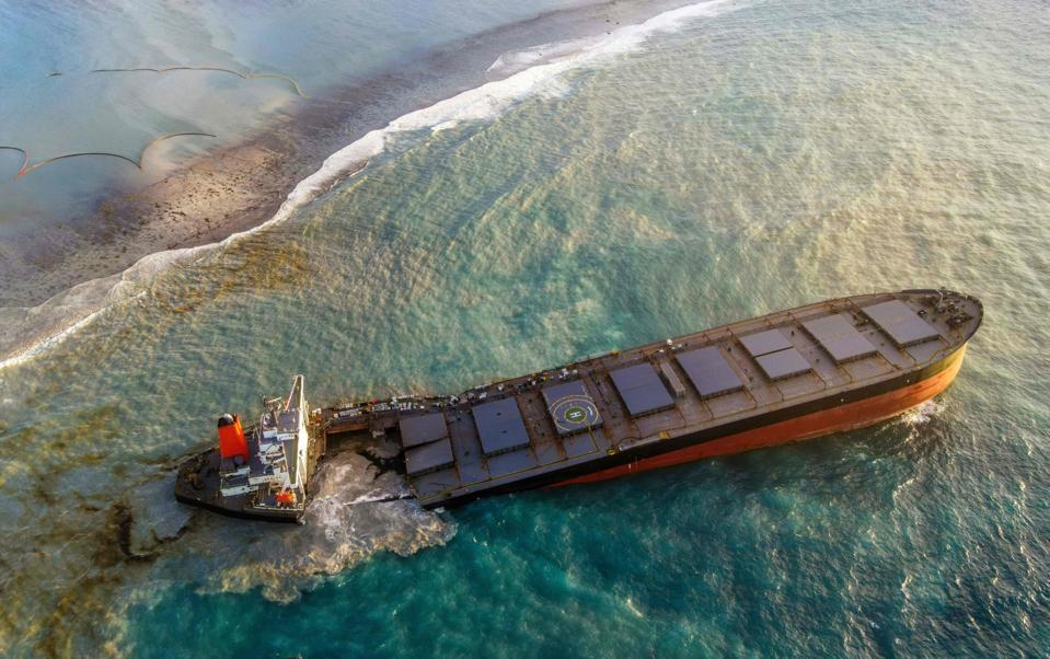 MAURITIUS-ENVIRONMENT-DISASTER-OIL