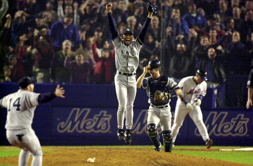 Mariano Rivera jumps in air as Yankees win game 5 of World Series in 2000