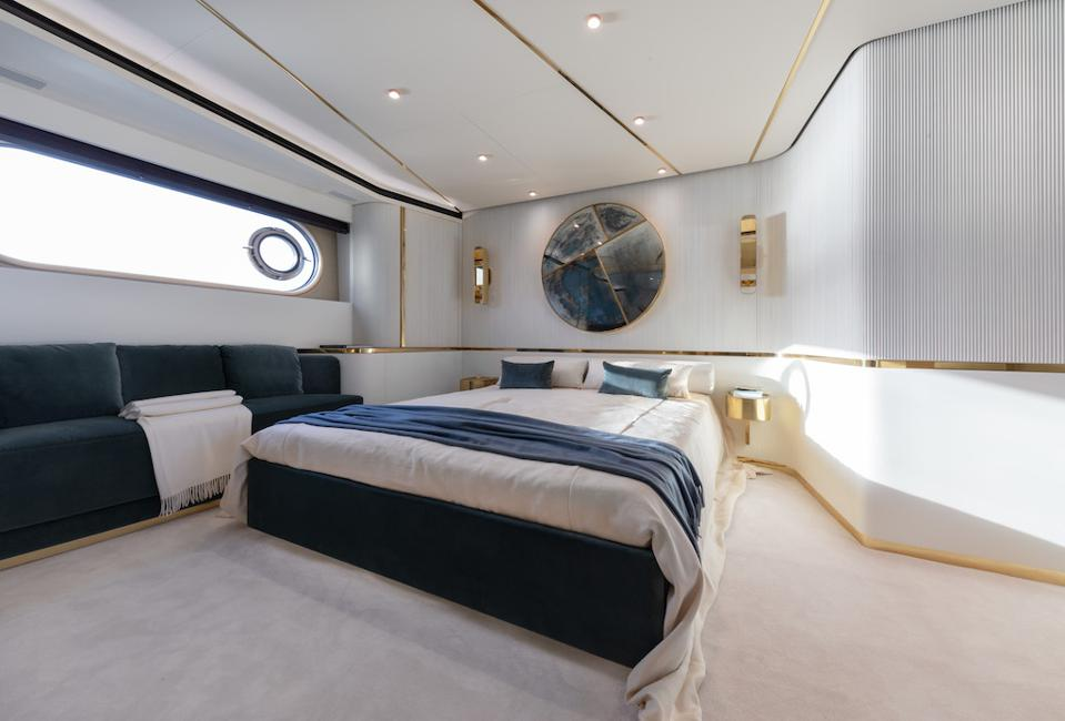 The main cabin of the new Azimut The new Azimut Magellano 25