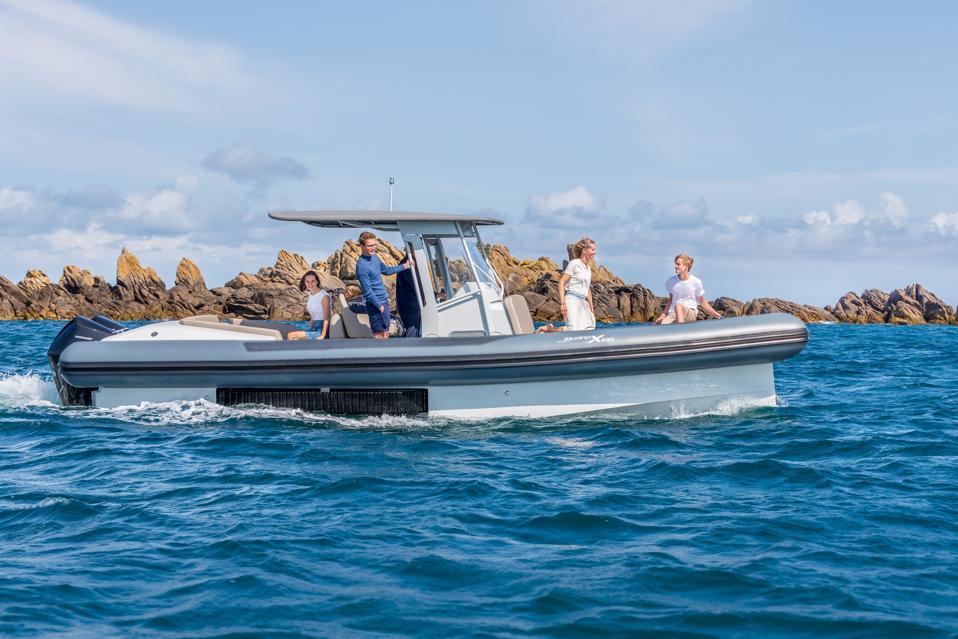Amphibious Iguana Yachts X 100 vessel on an adventure.