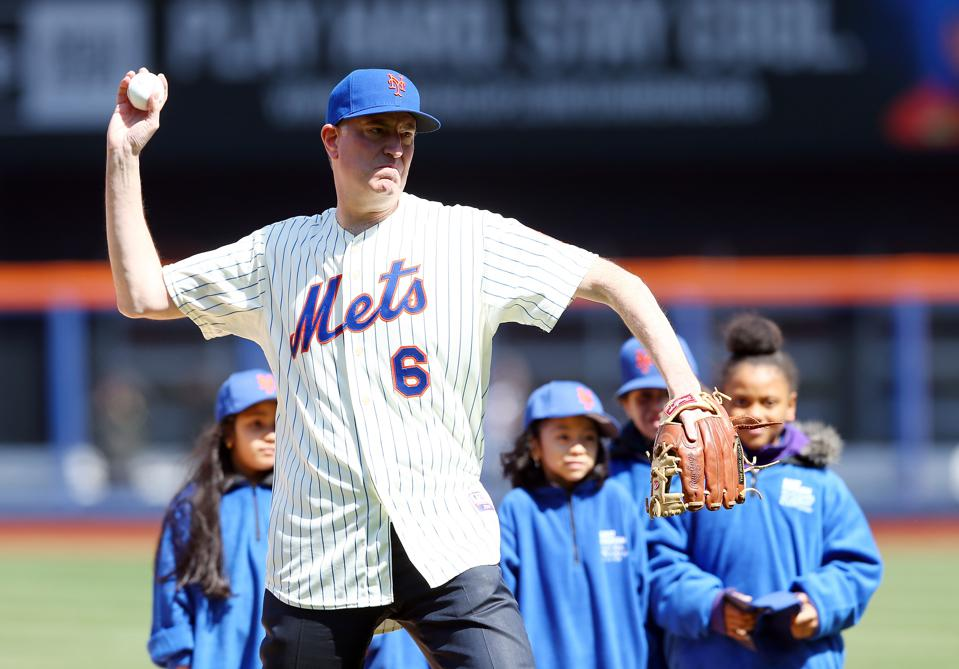 Bill de Blasio throws out ceremonial first pitch at Citi Field.