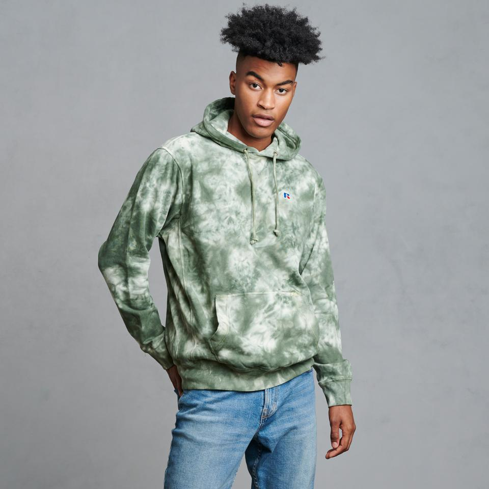 The perfect fall/winter tie-dye color is here! This hoodie has a soft fleece fabric, an embroidered brand logo at the left chest, and an eye-catching tie-dyed fabric.
